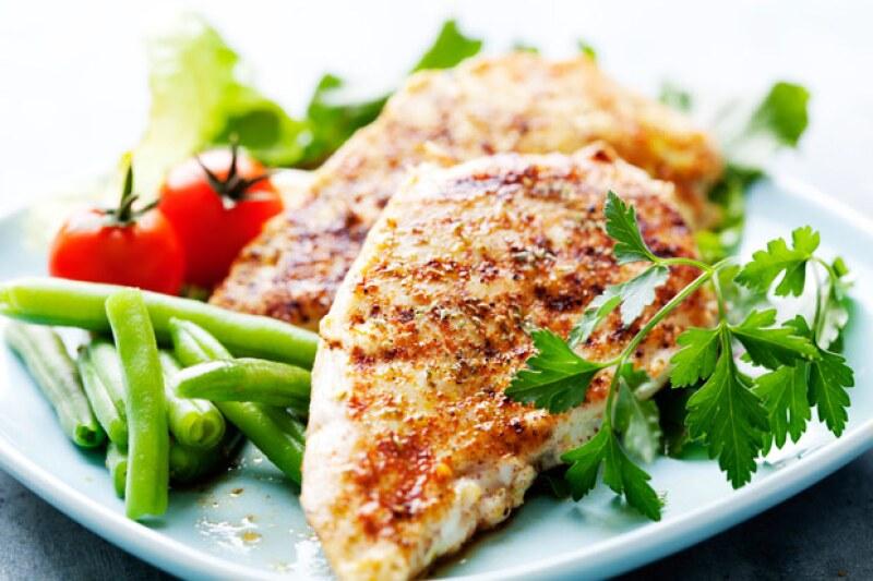 Una alimentación a la griega en lugar del consumo de carne, te ayudará a sentirte y verte mejor, según expertos.