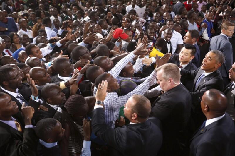 El presidente de Estados Unidos fue captado mientras bailaba el Lipala, una danza tradicional de este país africano que está muy de moda.