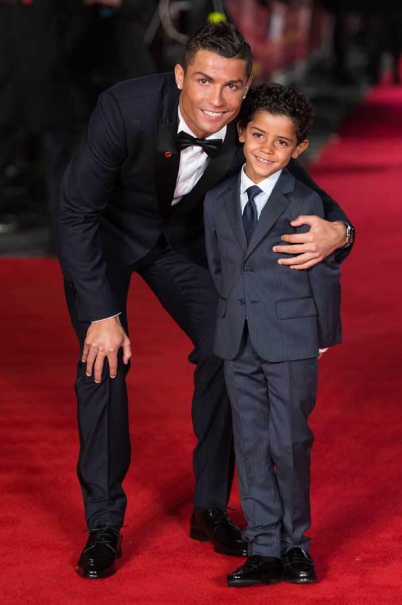 La forma en la que tuvo Cristiano a su hijo hasta ahora es un tanto desconocida, sin embargo se sabe que él es el único que se hace cargo del pequeño.