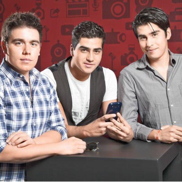 Los productores de Rayovisión, Rodrigo Raygoza, Kevin Rogers y Rhuak Michell cubren los pequeños gastos de producción de sus videos con las ganancias obtenidas por la publicidad en YouTube. A pesar de que no tienen clientes comerciales, su éxito en la red