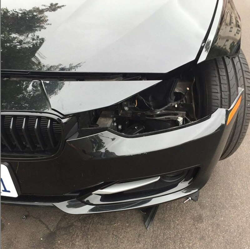 Así fue como quedó su auto luego de que le robasen la calavera izquierda.