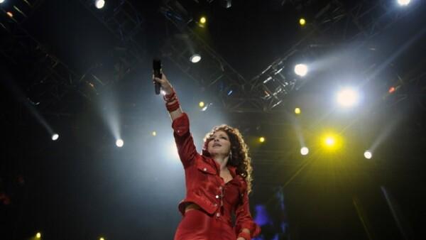La cantante cubana comenzó a calentar con su música el ambiente festivo en el sur de Florida, previo a la realización del juego entre Potros de Indianápolis y Santos de Nueva Orleáns, el domingo.
