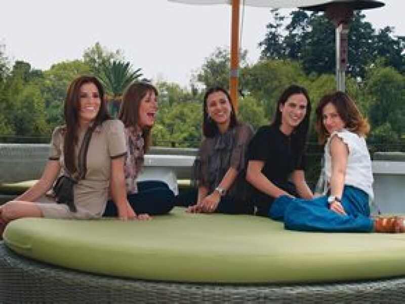 Cinco mujeres invitadas por Palacio de Hierro fueron consentidas durante un día con lujo y diversión, con motivo de la presentación del Libro Amarillo, en la ciudad de México.
