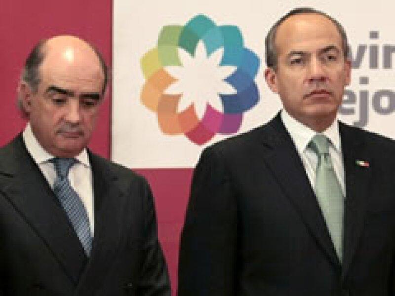 El presidente Calderón anunció la salida de Téllez de la SCT y su incorporación como asesor de asuntos económicos. (Foto: Reuters)