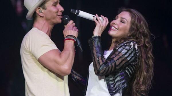 Thalía estuvo muy contenta de reunirse nuevamente con su amigo Erik Rubín en un escenario.