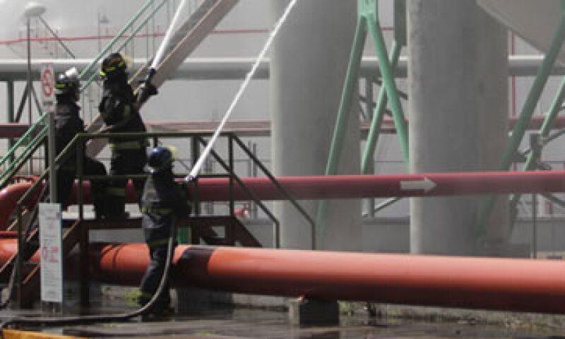 El incendio inició a las 10:15 horas de este lunes en el gasoducto de 36 pulgadas Los Ramones-Estación 19. (Foto: Notimex)