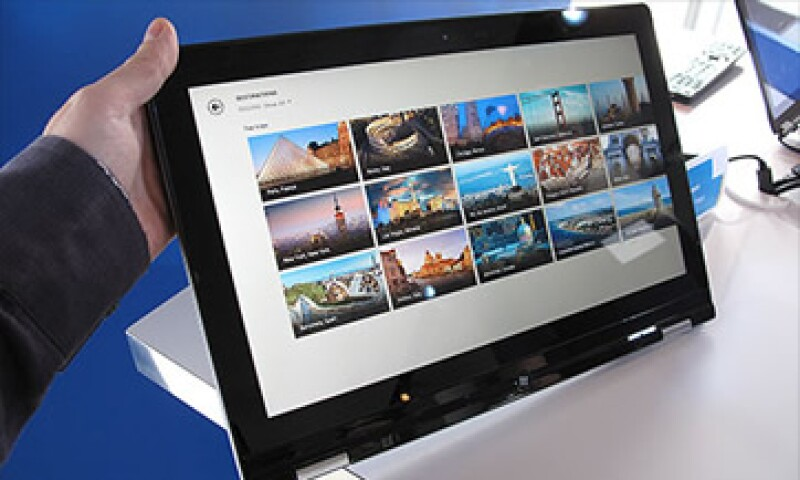 La ultrabook de Lenovo, Yoga, es un híbrido entre laptop y tablet. (Foto: Cortesía CNNMoney)
