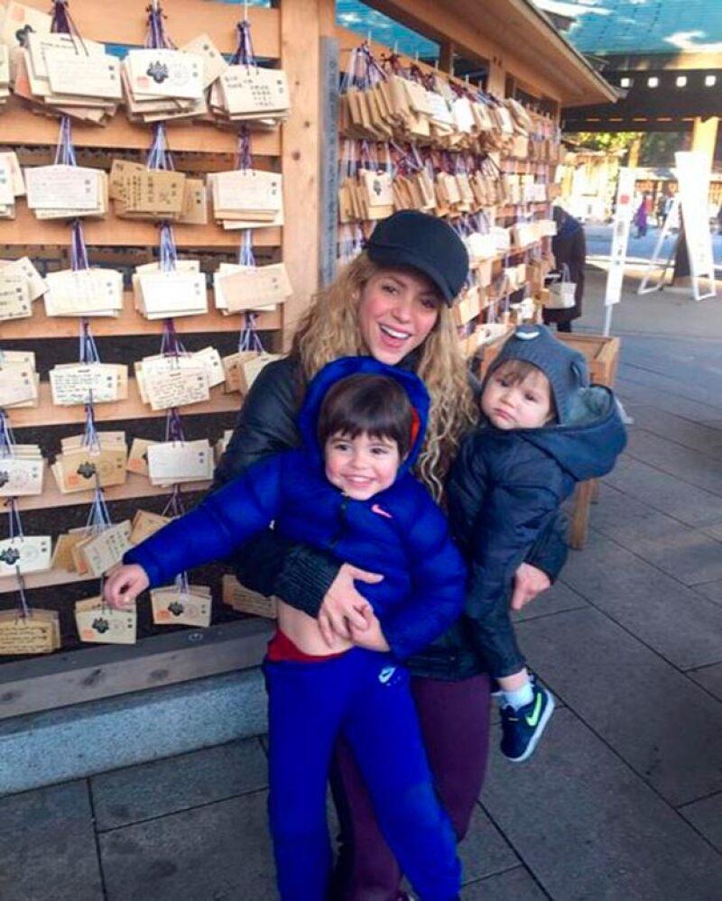 Shakira disfrutando a sus pequeños.