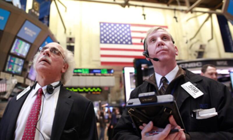 El mercado de EU cerró al alza luego de que el Parlamento griego aprobó reformas necesarias para recibir el siguiente rescate financiero. (Foto: Reuters)