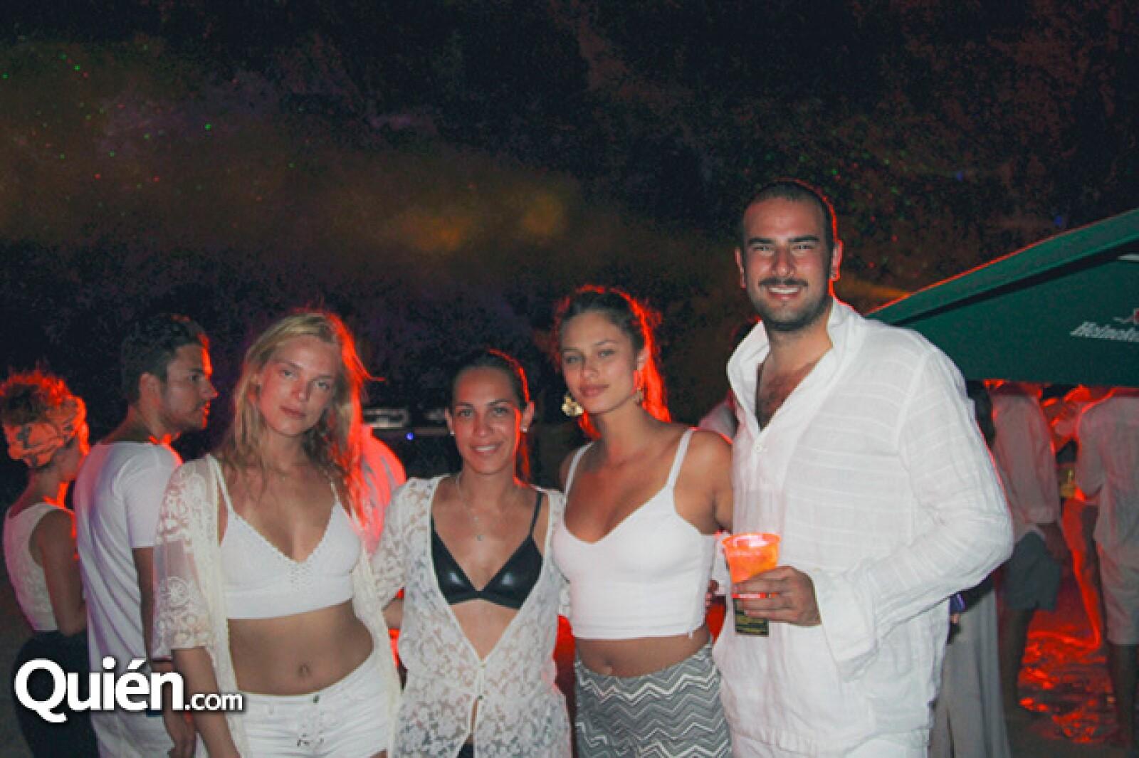 Ingrid Mohen,Renata Juarez,Isabela Miranda y Cesar Ortiz