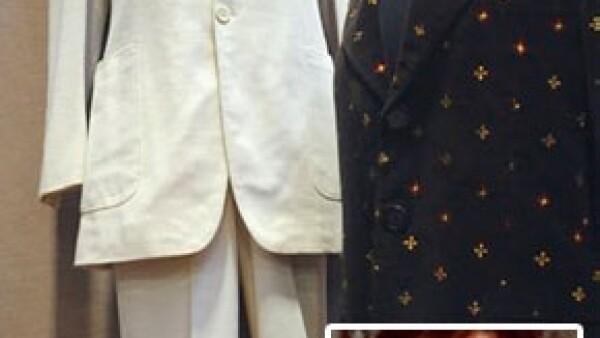 El traje fue hecho a la medida para el difunto ex Beatle por el diseñador francés Ted Lapidus.