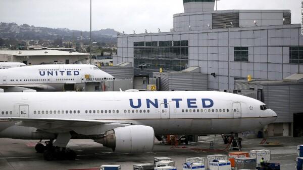 Las disculpas no calman la indignación con United Airlines