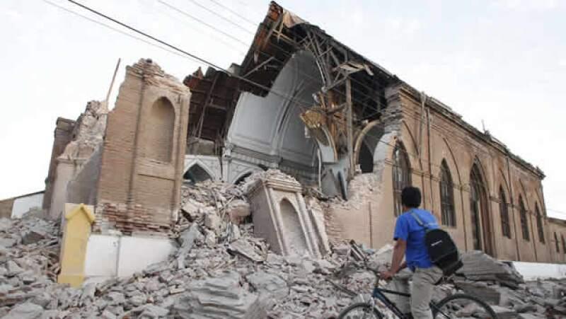 El sismo de la madrugada del sábado devastó construcciones en todo el país