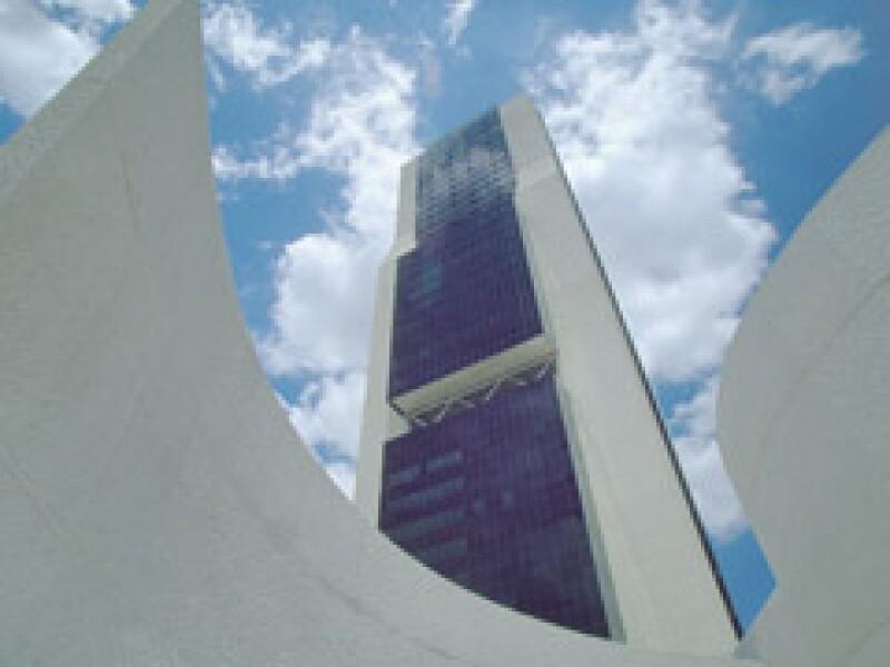 Cemex enfrenta una mayor caída en sus principales mercados. (Foto: Cortesía)