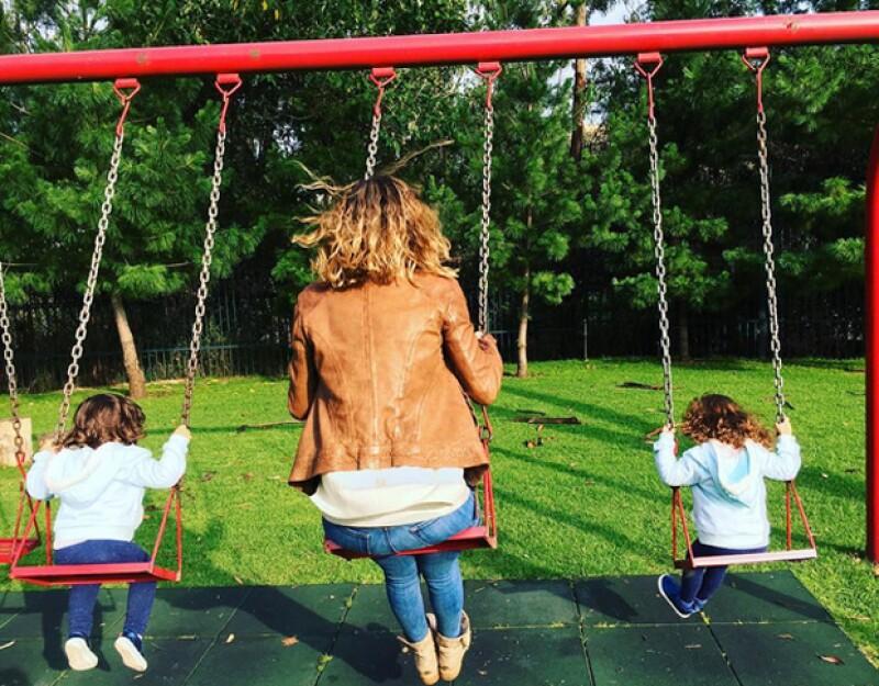 """Jacky publicó esta foto con sus hijas mayores y escribió: """"Play date... 😍😍😍""""."""