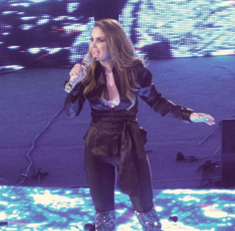La cantante fue la responsable de que el público poblano disfrutara una velada en la que sonaron éxitos pop y clásicos acompañados de mariachi, durante su presentación de este sábado en la madrugada.