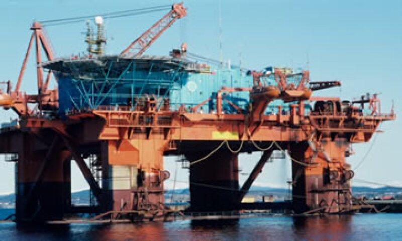 La Comisión Nacional de Hidrocarburos dijo que Pemex no cuenta con la capacidad para explorar en aguas profundas. (Foto: Thinkstock)