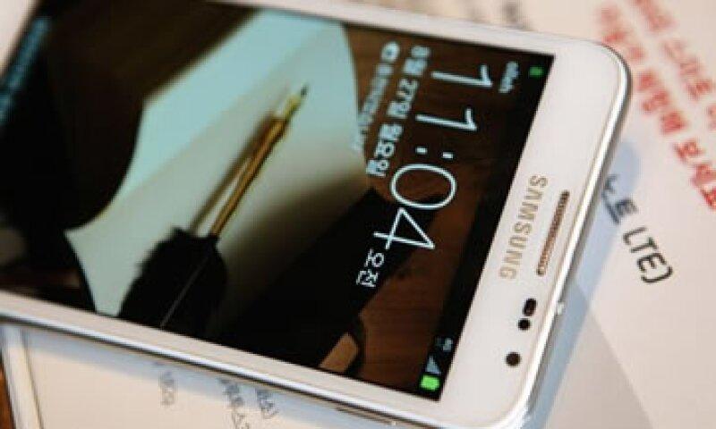 Samsung fue multada con 1,000 mdd luego de que un jurado decidiera que copió características fundamentales del iPhone. (Foto: Reuters)