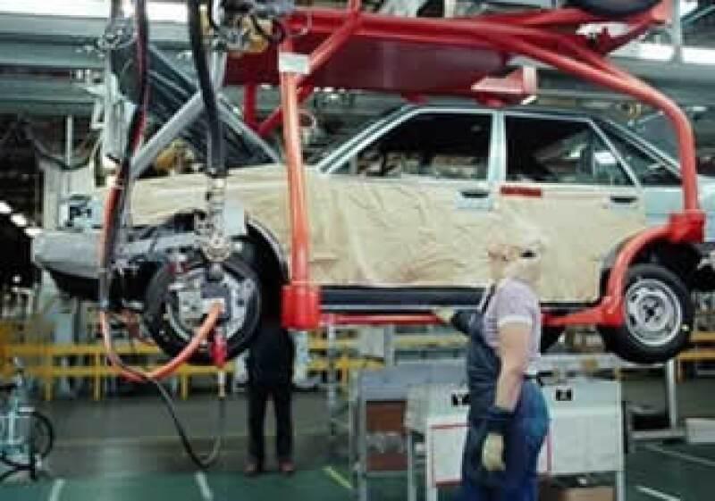 La crisis automotriz en EU ha afectado severamente a la industria en México. (Foto: AP)
