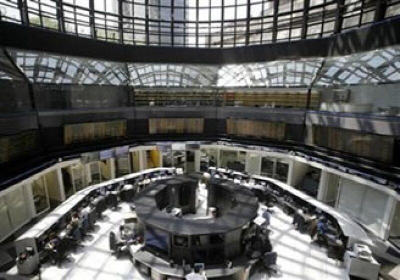 La Bolsa Mexicana de Valores suspenderá sus operaciones el lunes próximo, para reanudarlas el martes en su horario especial de 7:30 a 14:00 horas. (Foto: Reuters)