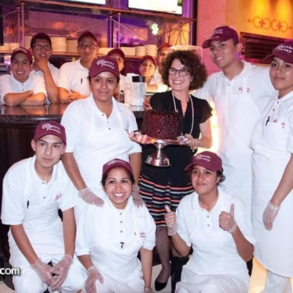 Linda Candioty y el equipo de trabajadores