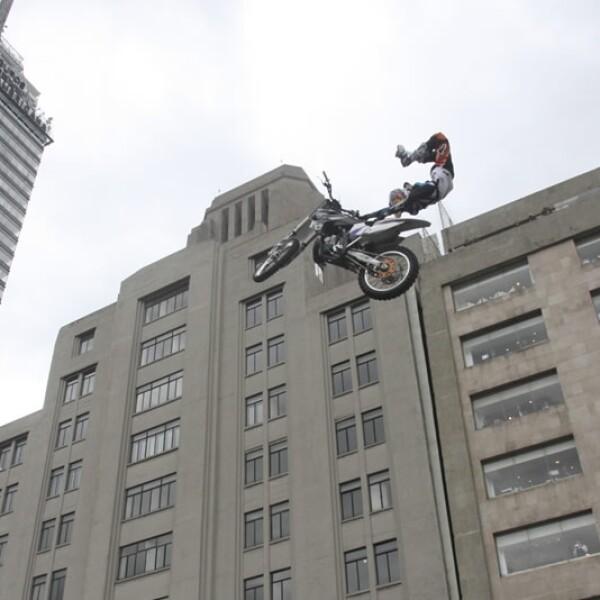 Un salto comparado con la Torre Latinoamericana