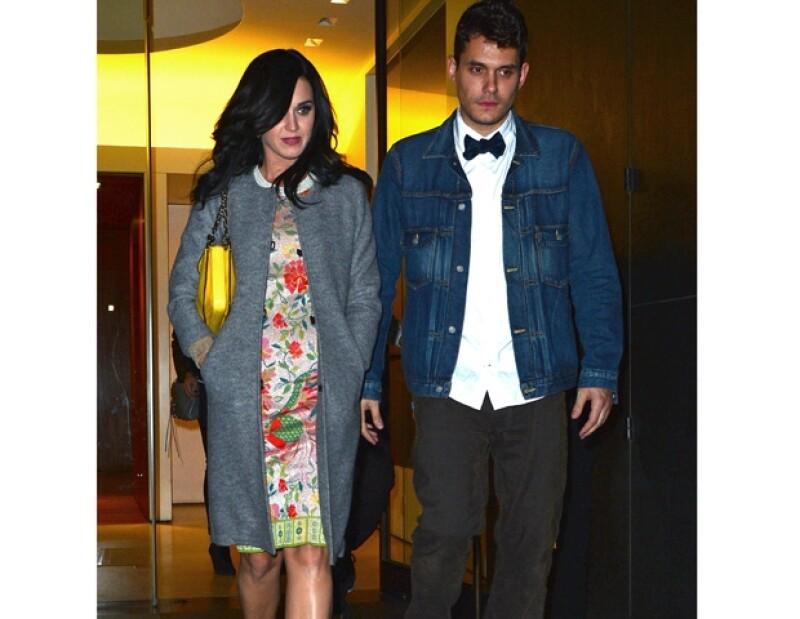 Se dijo que aunque John está muy enamorado de la cantante de `Firework´, su caótico estilo de vida es incompatible con el tipo de relación que busca Perry.