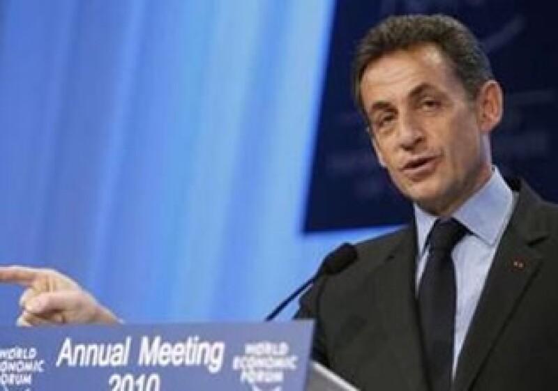 Sarkozy dijo que debe manejarse prudentemente la adopción de medidas para apoyar la economía. (Foto: Reuters)
