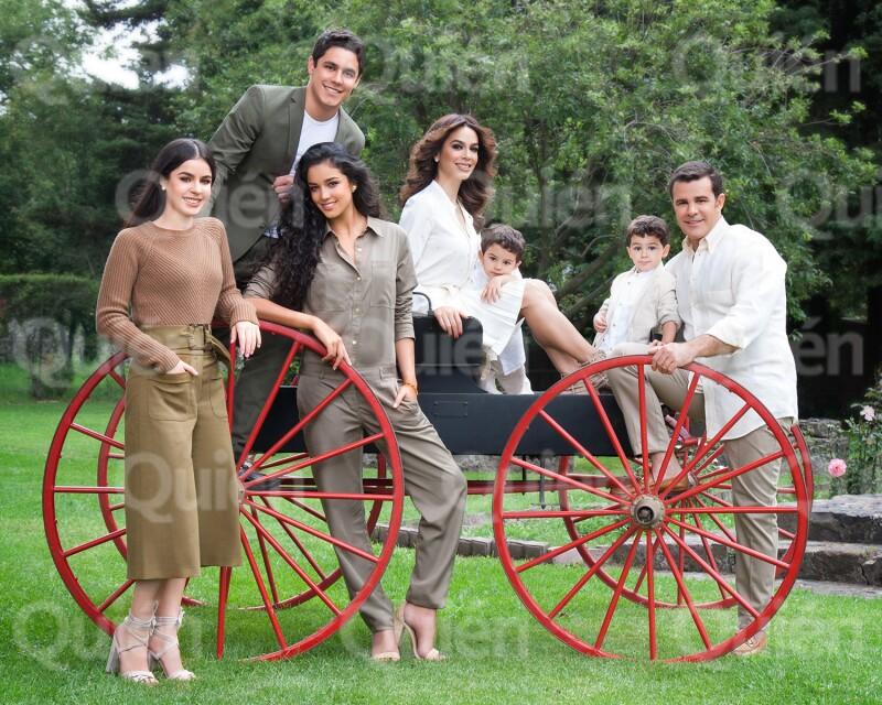 Biby Gaytán y Eduardo Capetillo posan en familia para Quién