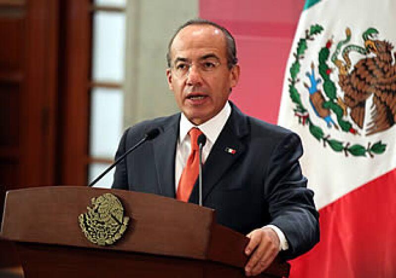 El presidente de México, Felipe Calderón Hinojosa, dijo que los recursos ayudarán a reconstruir más rapidamente toda infraestructura ante un desastre natural.  (Foto: Notimex)