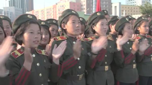 El pueblo de Corea del Norte aplaude lanzamientos de misiles de Kim Jong Un