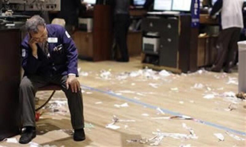 En la semana, el Dow perdió 6.4%, mientras que el S&P 500 y el Nasdaq cayeron 6.6% y 5.3%. (Foto: Reuters)