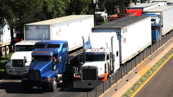 El gobierno de la CDMX permite circular diario a los camiones de carga, menos de 6 a 10 AM.