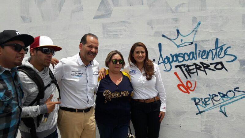 El candidato ofreció a los grafiteros la inclusión de sus actividades en programas sociales.