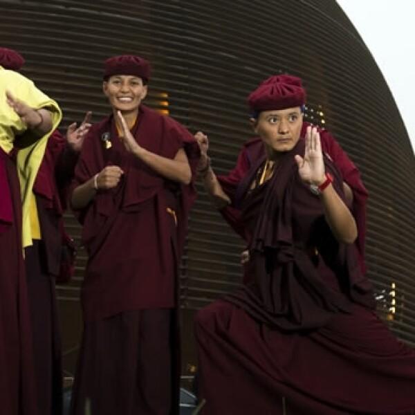 Monjes tibetanos y expertos en kung fu visitan el CERN