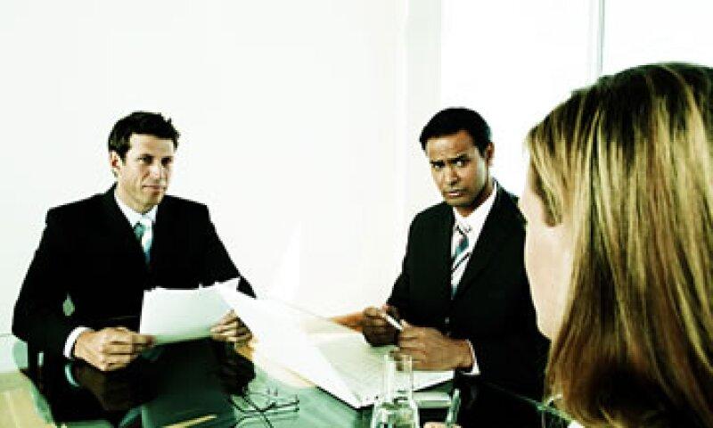 Los reclutadores buscan las habilidades de los candidatos para trabajar en equipo y con los clientes. (Foto: Thinkstock)
