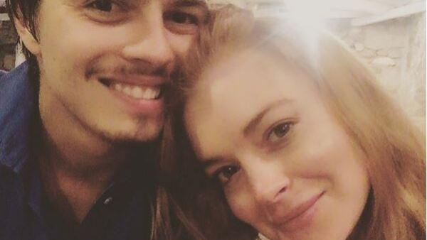 La actriz y su novio Egor Tarabasov están en Grecia, desde donde han comartido sus mejores momentos y, entre éstos, una romántica foto en la que los vemos durmiendo juntos.