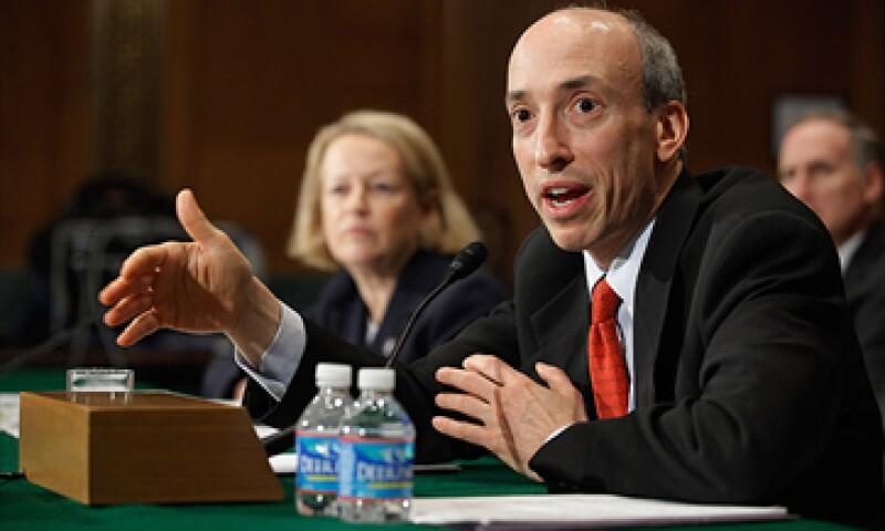 Una comisión en el Senado quiere recortar en 12% los recursos de la CFTC, presidida por Gary Gensler (foto), mientras Obama plantea aumentarlos 50%. (Foto: Cortesía CNNMoney)