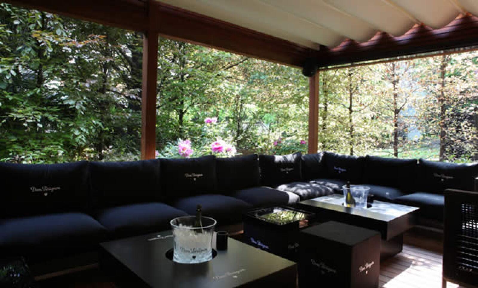 Desde el 3 de mayo y hasta el 30 de septiembre, el Hotel será anfitrión del primer Bar-Lounge de Dom Perignon en Italia, ofreciendo las mejores colecciones de champaña Dom Perignon.
