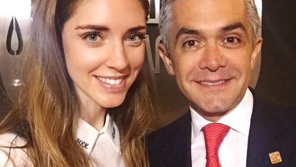 El jefe de gobierno se tomó un momento en el palacio del Ayuntamiento para dar la bienvenida a la guapa italiana durante su visita a México, en el Centro Histórico de la Ciudad de México.