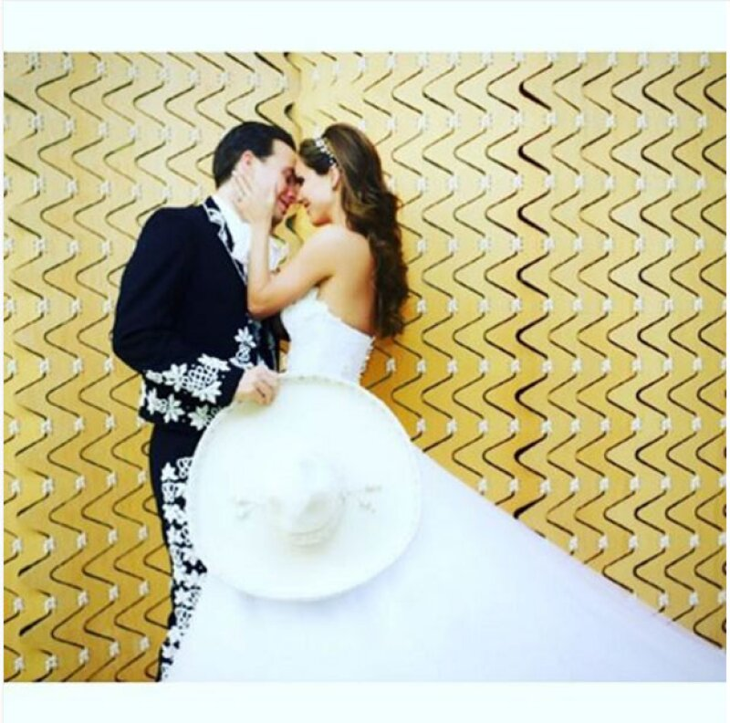 Con esta foto, Anahí celebró su primer aniversario de bodas.