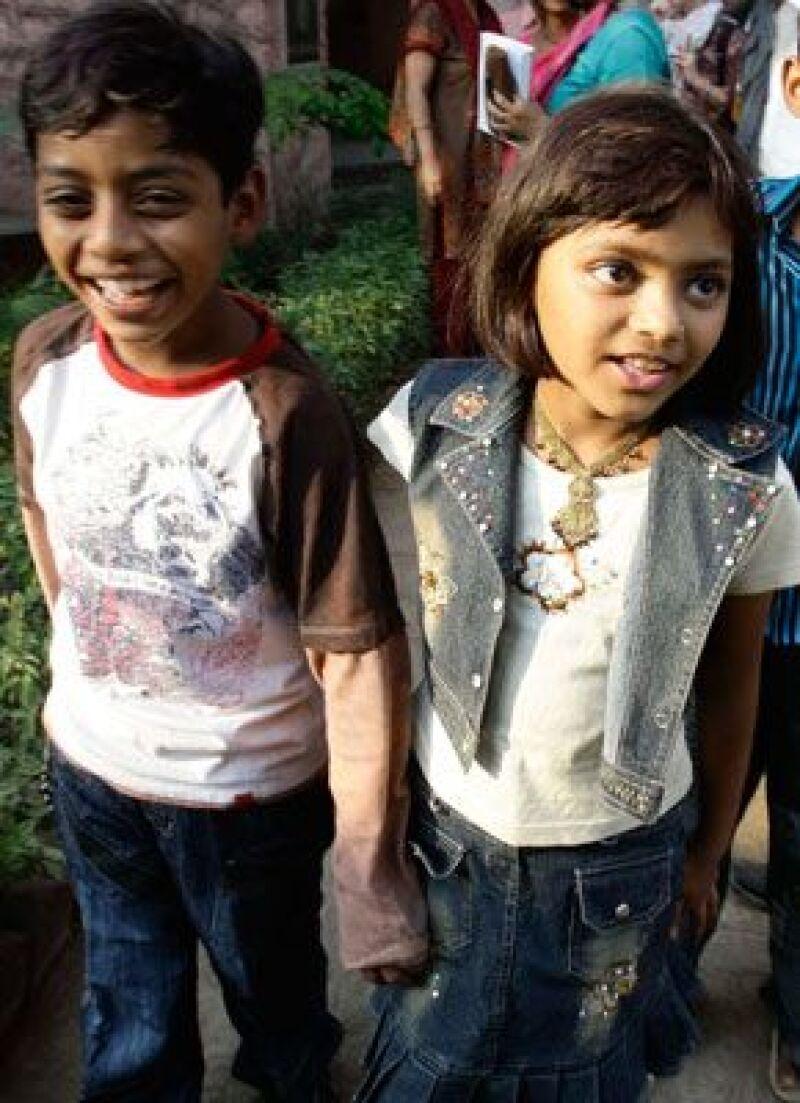 Los pequeños actores Azharuddin Ismail y Rubina Ali, de la cinta Quisiera Ser Millonario, fueron premiados por las autoridades de la India con un inmueble para cada uno.