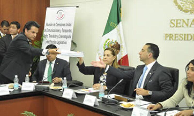 La propuesta presentada por Javier Lozano es un trabajo en secrecía, acusa el panista Armando Ríos Píter.  (Foto: Cuartoscuro)