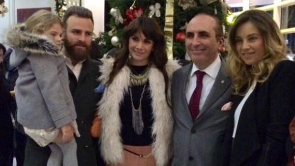 La noche del jueves la actriz y el conductor fueron invitados, junto a sus respectivas familias, a encender el tradicional árbol de Navidad en el Hotel St. Regis de la Ciudad de México.