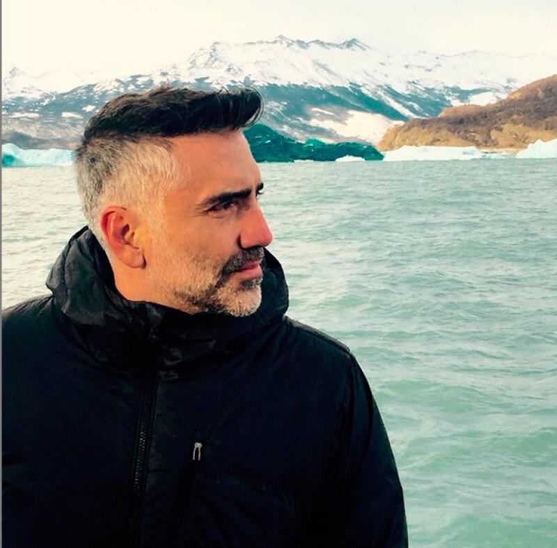 El cantante dijo adiós al pelo largo y presumió su nuevo estilo en Argentina, lo que ocasionó que decenas de sus fans aplaudieron su nueva imagen.