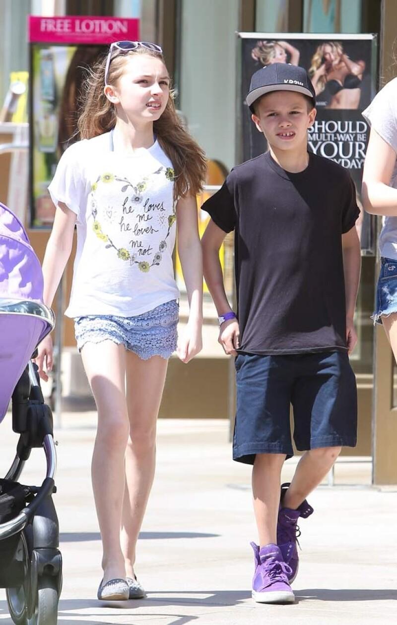 Romeo y su amiga salieron a dar un paseo por un centro comercial en Los Ángeles.