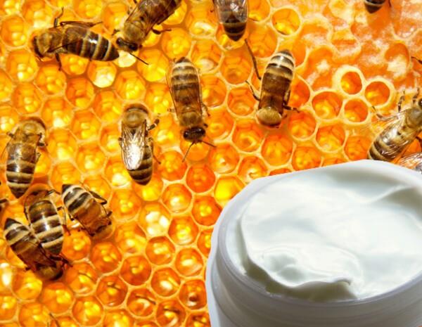 El veneno de abeja se encuentra en cremas anti-edad y para aquellas que eliminan arrugas.