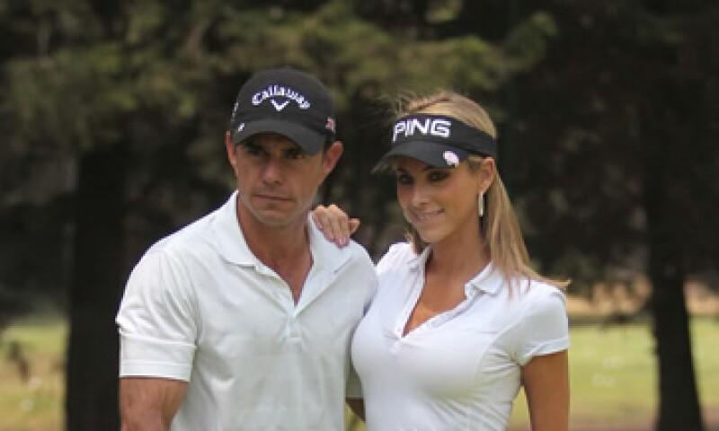 La conductora y su esposo Héctor Pérez —quien aparece en la foto— se acercaron a posibles inversionistas para ofertar por el equipo. (Foto: Notimex )