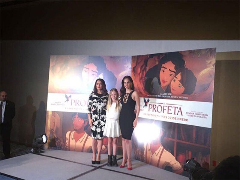 Salma acompañada por Loreto Peralta y Sandra Echeverría.