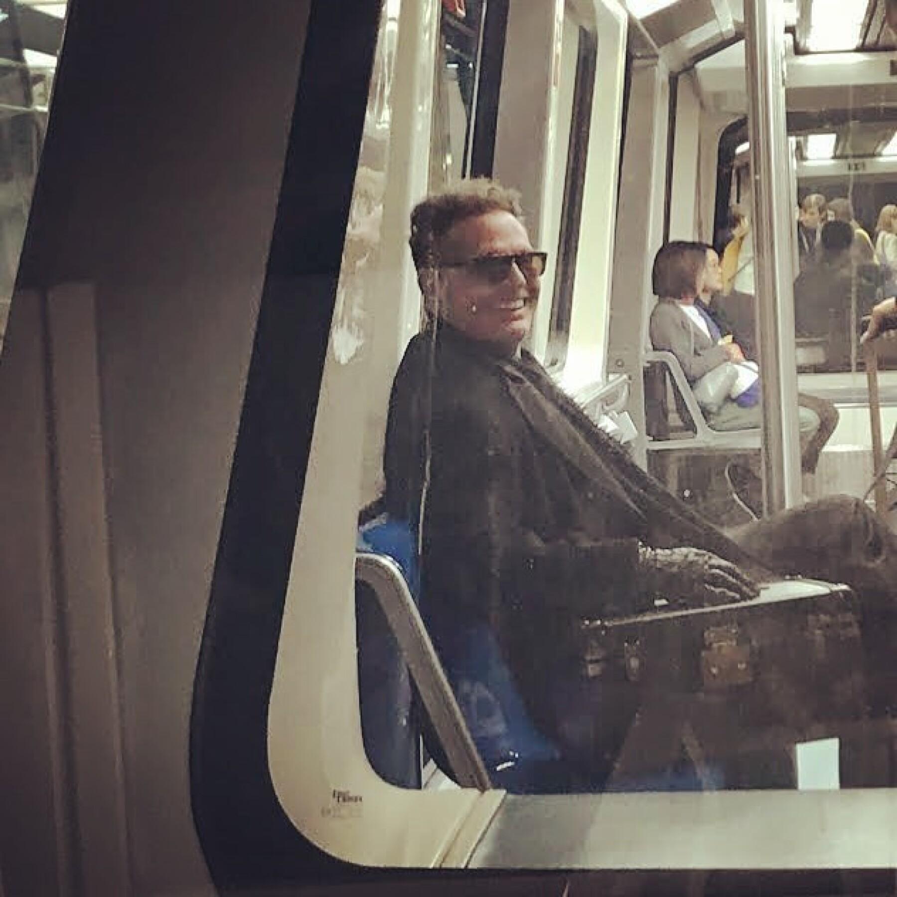 luis-miguel-metro.jpg